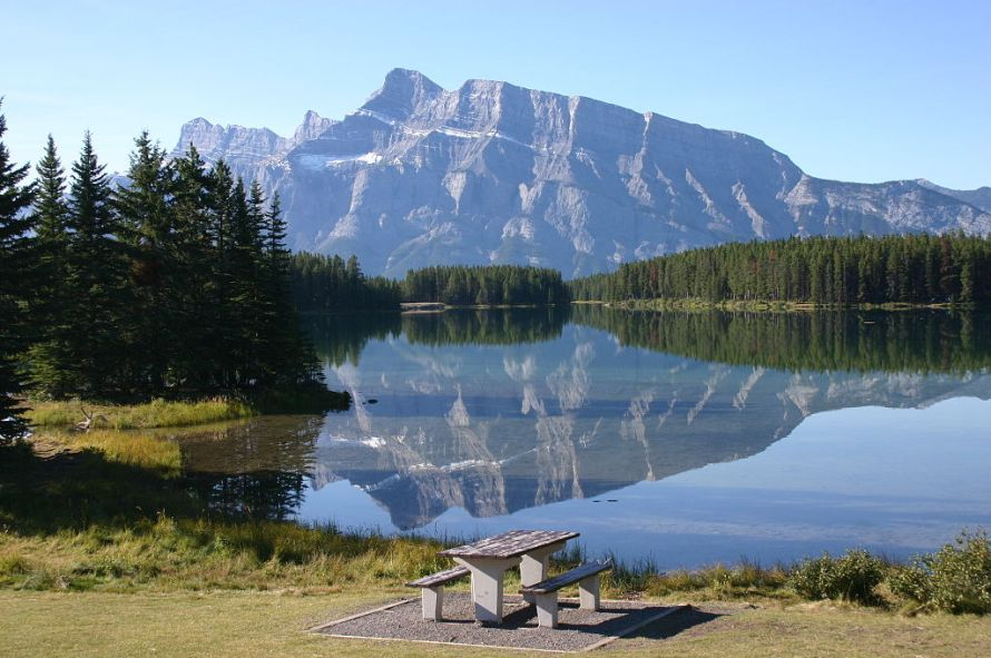 1024px-Reflection_at_Two_Jack_Lake