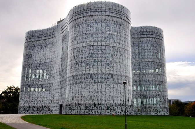 university-library-278204_960_720