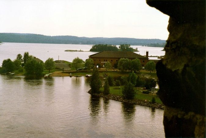 800px-Olavinlinna_-_Näkymä_ikkunasta_Sk18_C