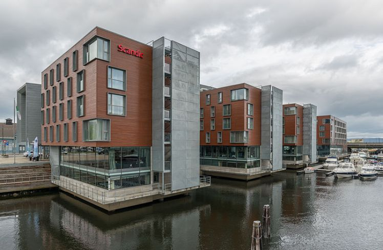 Hotel_Scandic_Nidelven,_Trondheim,_Southeast_view_20150605_1
