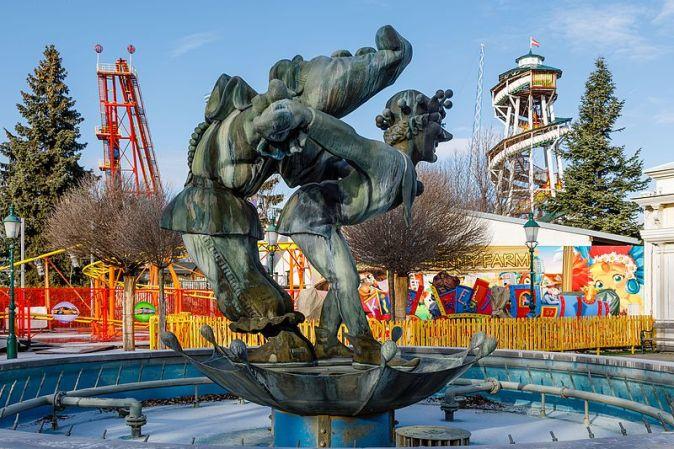 Vienna_Austria_Fountain-at-Wurstelprater-01
