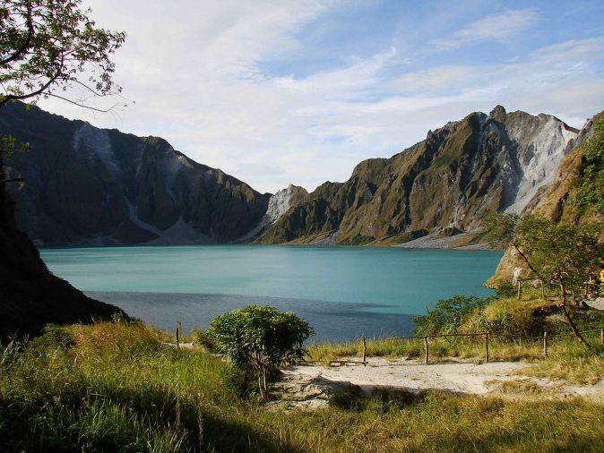 1024px-Mount_Pinatubo_20081229_01