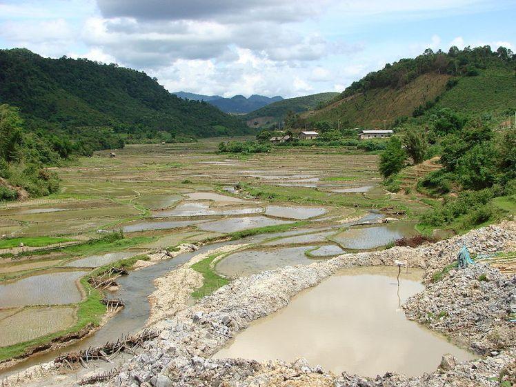 800px-Countryside_around_Sam_Neua_-_Laos02