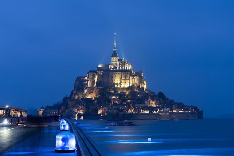 March_2015_equinox_spring_tide_at_Mont_Saint-Michel-8