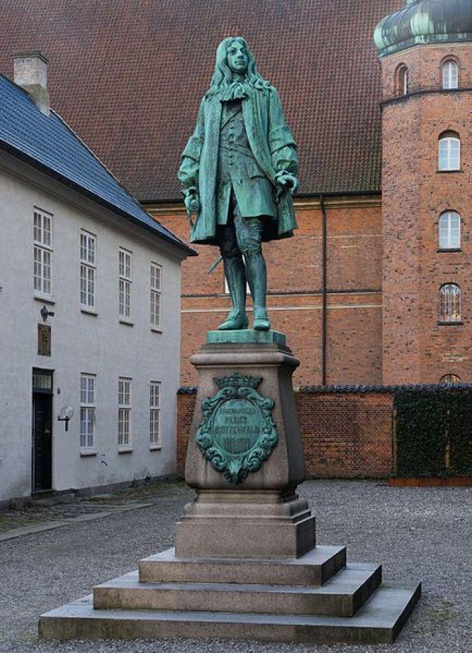 Peder_Griffenfeld_statue_Copenhagen_Denmark