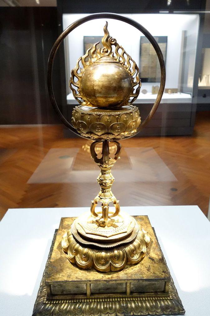 Reliquary,_Kamakura_period,_13th-14th_century,_cintamani_(sacred_jewel)_in_flame_type,_gilt_bronze_-_Tokyo_National_Museum_-_DSC05173