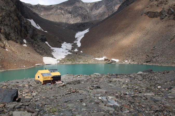 geologist_mountain_lake_mountain_altai_altai_glacier_discovering_hut-622754.jpg!d