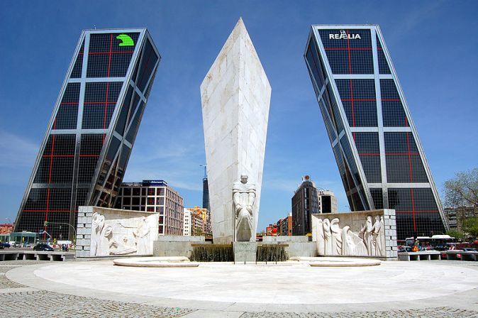 800px-Plaza_de_Castilla_(Madrid)_02