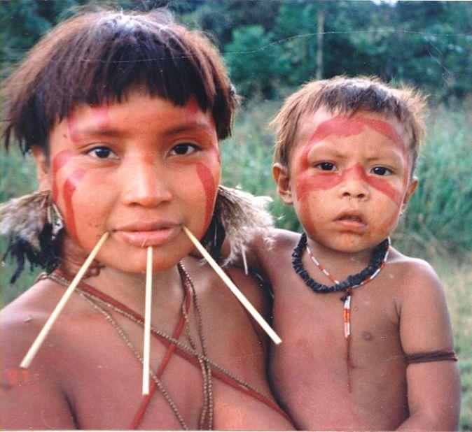 655px-Yanomami_Woman_&_Child