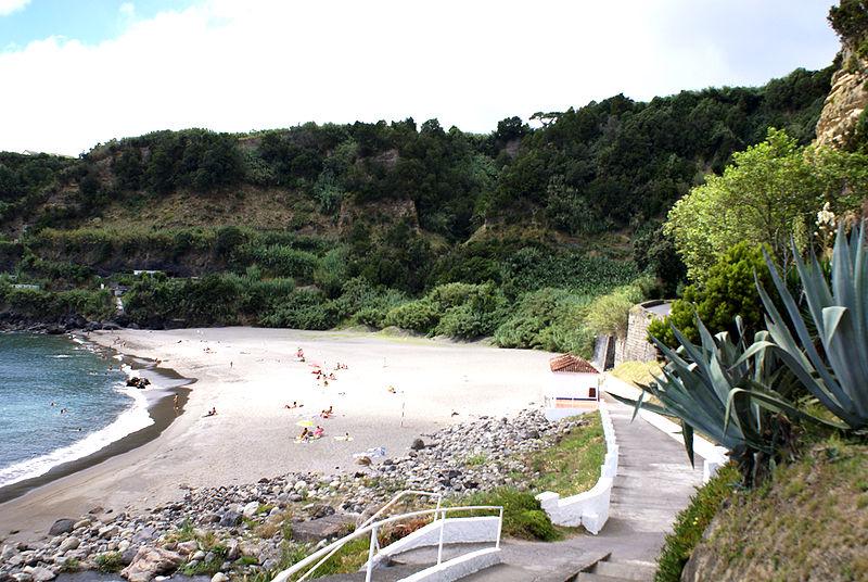 800px-Praia_de_Água_de_Alto,_Água_de_Alto,_Vila_Franca_do_Campo._ilha_de_São_Miguel,_Açores