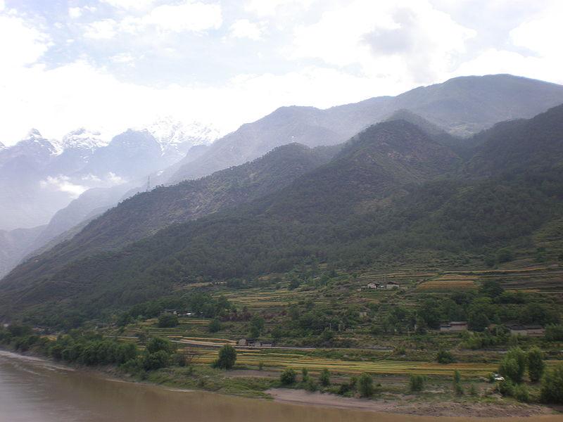 800px-Yunnan_mountains_01