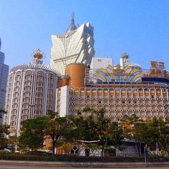 Casino_Lisboa,_Macau_-_panoramio_(2)