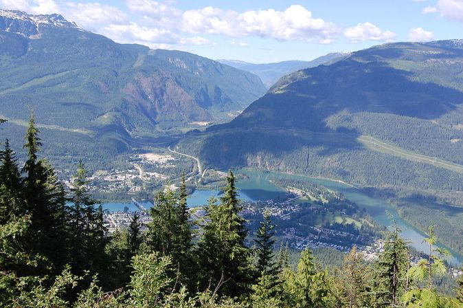 800px-Revelstoke_from_Mount_Revelstoke