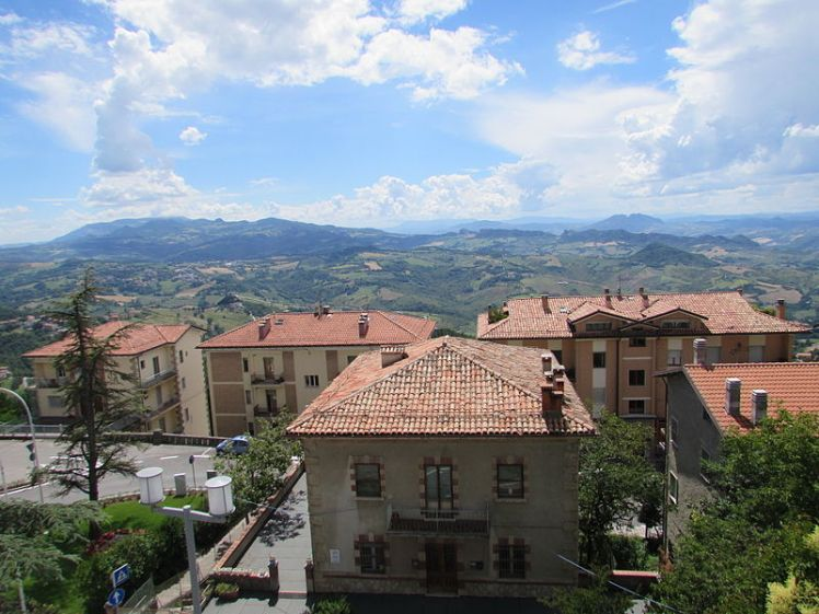 800px-Panorama_din_San_Marino9