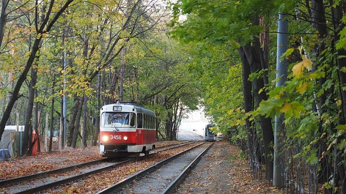 800px-Moscow_tram_autumn_(21949475385)