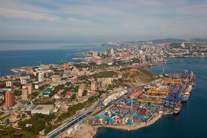 800px-egersheld_peninsula_and_vladivostok_container_terminal