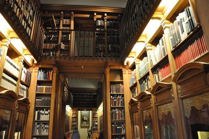 800px-Bibliothèque_de_l'Opéra_Garnier_(Paris,_France).