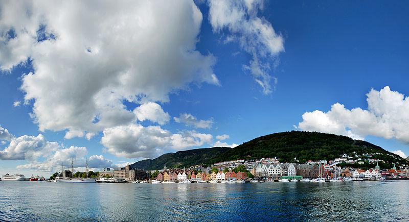 800px-Bergen_bryggen_panorama