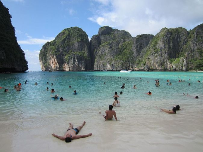Thailand,_Phi-Phi,_Maya_Bay_-_panoramio_(1)