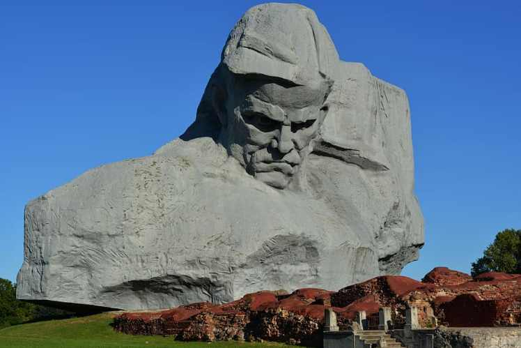 brest-fortress-memory-history-masculinity-monument