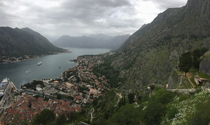 800px-05-12-2017_-_Kotor,_Montenegro_castle_overlooking_the_port