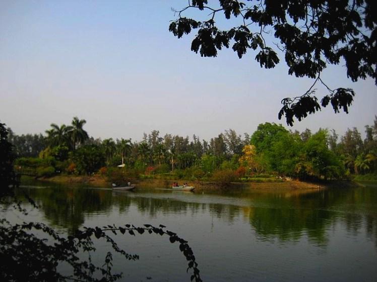 Vanganga_Lake,_Dadra_-_panoramio_(1)