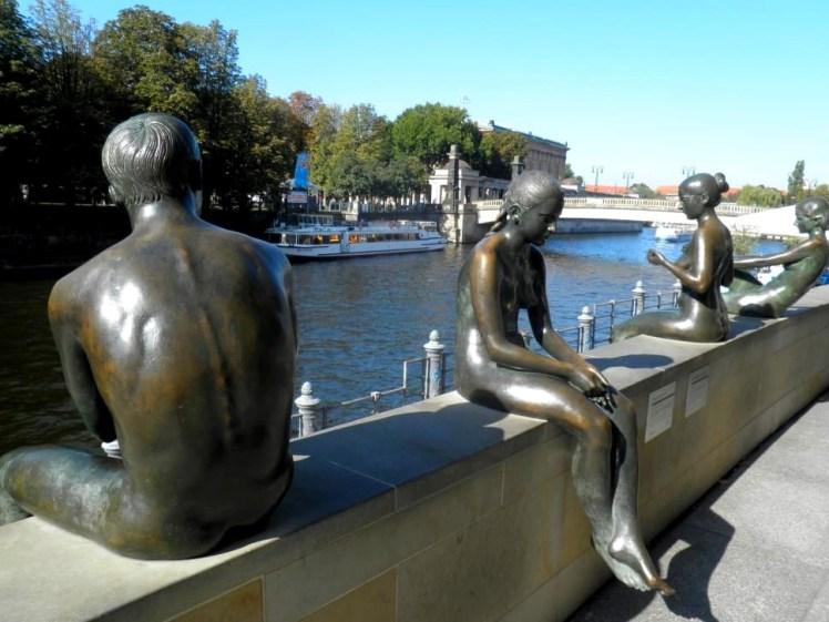 berlin-image-river-spree-sculpture-wallpaper-preview