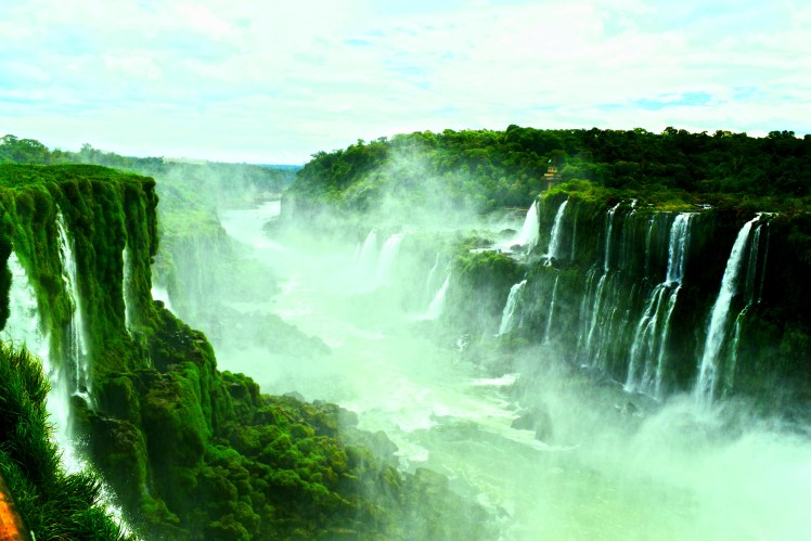 misty-scenic-photo-of-iguazu-falls-brazil