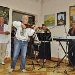 Музыканты открыли нашу выставку чудесной мелодией