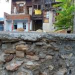 Вот домику более 1000 лет.. посмотрите на стены второго этажа-фото