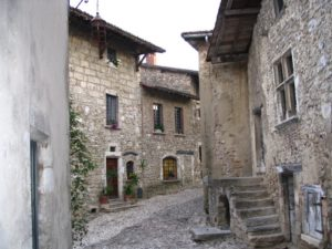 perouges-street_cevennes