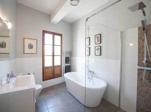 art retreat accommodation lounge2 - bathroom