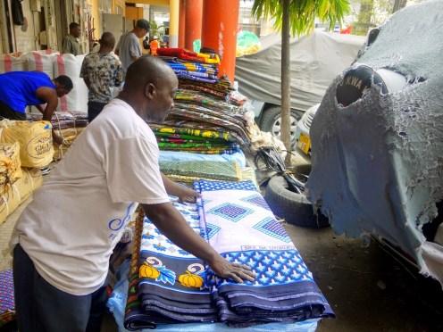 Продажа ткани в Африке
