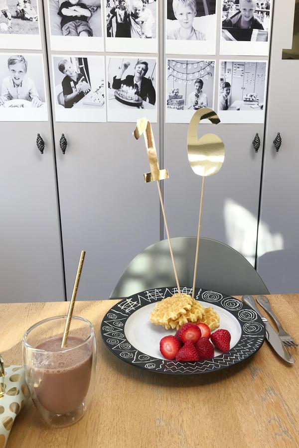 DIY Gold cake topper on waffles