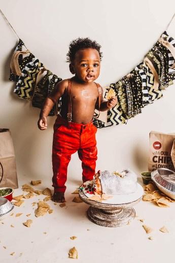 Toddler holder chip during photo session.