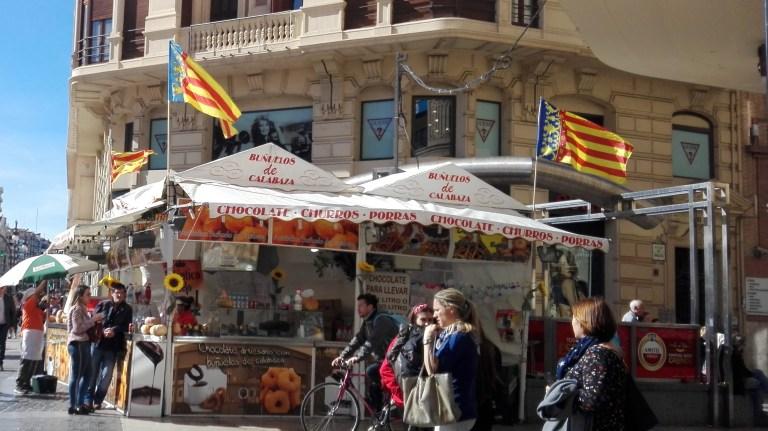 Puesto de buñuelos en Valencia en Fallas
