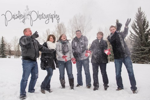 Snowy Family Photography, Extended Family Photos, Winter Family Photography, Edworthy Park Family Photography, Calgary Family Photographers