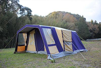そして希少価値の高いヴィンテージテントを長く愛用するためには、お手入れが大切です。その中でも特に重要なのは、コットン幕を完全に乾かして仕舞うことです。