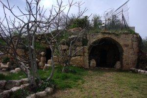 Gammal, väldigt gammal synagoga i Hebron