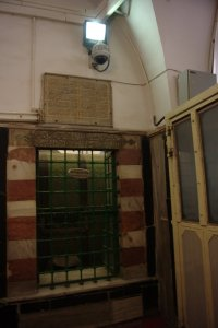 Israelerna övervakar inne i mosken
