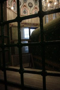 Synagoga och Moske, skottsäkert glas mellan