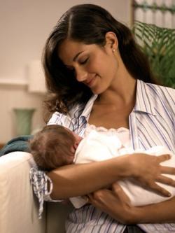 cara menyusui bayi