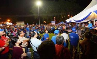 TUN Dr. Mahathir Mohamad berucap di hadapan lebih 5,000 orang di Padang Taman Klang Utama, Klang