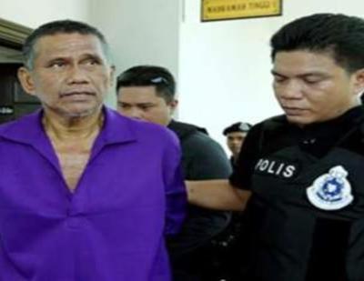 KOPERAL Hassan Ali Basari, 55, diiringi anggota polis dengan kawalan ketat untuk dibawa menghadiri perbicaraan pada hari ke dua di Mahkahmah Tinggi Kota Kinabalu, hari ini selepas dituduh sengaja tidak memberi maklumat mengenai pengganas ketika kejadian pencerobohan di Lahad Datu