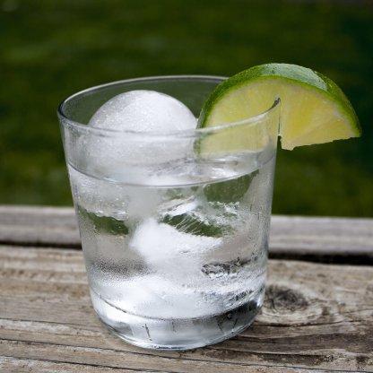 Issfär (iskub) i en Gin & Tonic