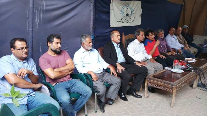 Former hockey players on Saturday urged fans to support the national team as they prepare to take part in the Asian Gam