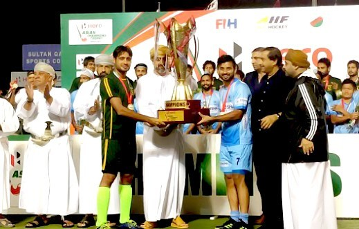 Captains-of-both-teams-with-the-trophy-663x331