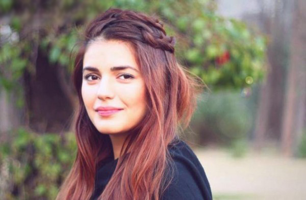 momina-mustehsans-biography-and-pictures-4-1600x392