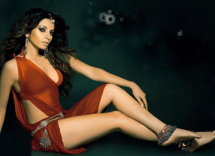 Shama Sikander Hot Look