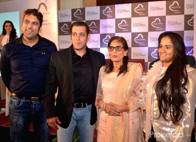 actor-salman-khan-and-his-sister-arpita-khan